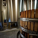 Les réservoirs en acier inoxydable et la presse / The stainless steel tanks and press